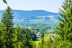 喀尔巴阡山脉的村庄 免版税库存照片