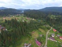 喀尔巴阡山脉的森林空中照片  免版税库存照片