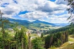 喀尔巴阡山脉的横穿intermountain横向山区域transcarpathian乌克兰视图 免版税库存图片
