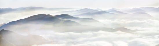 喀尔巴阡山脉的美好的早晨 免版税图库摄影