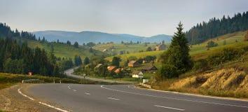 喀尔巴阡山脉的路 库存图片
