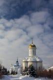 喀山,俄罗斯, 2017年2月9日, Zilant修道院-最旧的正统大厦在城市-金黄冬天俄国的风景- 图库摄影