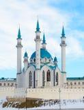 喀山,俄罗斯- 23 02 2016年:Tatarstana共和国 喀山克里姆林宫的看法有Qolsharif清真寺的在中心 免版税库存照片