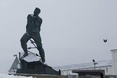 喀山,俄罗斯- 2016年12月3日:克里姆林宫-芭蕉科Jalil的纪念碑-鞑靼人的全国诗人和英雄 库存照片