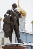 喀山,俄罗斯- 2016年12月3日:对俄国歌剧歌手费多尔Shalyapin的纪念碑在鞑靼斯坦共和国的历史中心 免版税库存图片