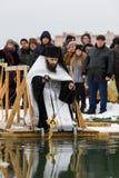 喀山,俄罗斯- 2017年1月19日:耶稣基督` s在kazanka河的洗礼假日 沐浴在中心的传统冬天 免版税图库摄影