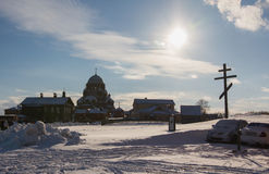 喀山,俄罗斯- 2017年2月28日- Sviyazhsk海岛:俄国种族狂欢节Maslenitsa -反对的修道院 免版税库存图片