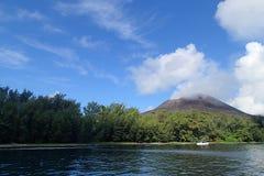 喀拉喀托火山山 库存照片