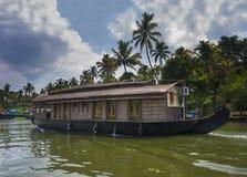 喀拉拉水路和小船 免版税图库摄影
