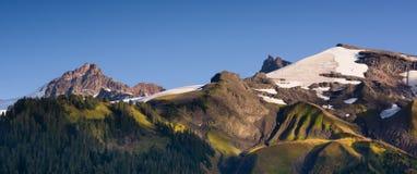 喀斯喀特山脉和平的冠足迹鸡血石的里奇Mt 噬菌体 免版税库存照片