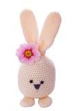 喂白色手工制造复活节兔子 免版税库存照片