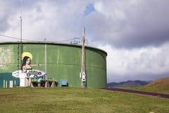 喂海浪街道画-考艾岛,夏威夷 库存照片