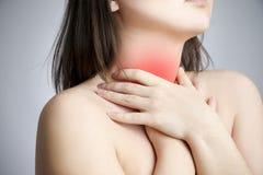 喉咙痛妇女 库存图片