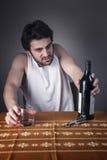 喘气为酒的恼怒的人 库存照片
