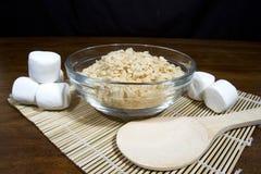 喘气的米谷物和蛋白软糖 免版税库存图片
