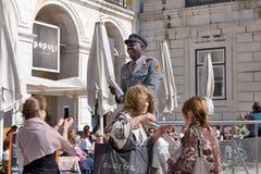 喜剧演员在里斯本- Praça做Comércio葡萄牙 免版税图库摄影