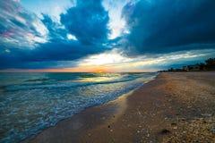 喜怒无常的佛罗里达日落 库存照片