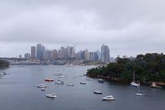 喜怒无常的悉尼港口都市风景 免版税库存照片