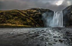 喜怒无常编辑Skogafoss瀑布在南冰岛 免版税库存图片