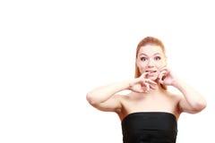 喜悦女孩 接近的纵向 女性年轻白肤金发的模型 蓝眼睛 免版税库存照片