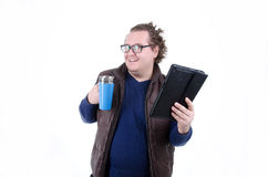 喜悦的人饮用的咖啡和读新闻 库存照片