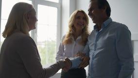 喜悦的夫妇感激心理学家 股票视频