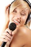 喜欢卡拉OK演唱 免版税库存图片