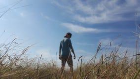 喜欢自然的男孩 库存照片
