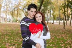 喜爱夫妇爱年轻人 免版税库存图片