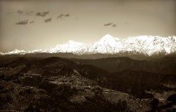 喜马拉雅多雪的山峰视图葡萄酒 库存照片