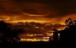喜马拉雅太阳集合充满活力的云彩颜色在喜马拉雅山印度 库存照片