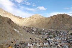 喜马拉雅山一个美丽的谷的解决在Leh, HDR 库存照片