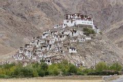 喜马拉雅山和Chemrey gompa,佛教徒修道院在拉达克,印度 库存图片