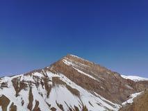 喜马拉雅山在清楚的天空下 库存照片
