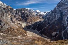 喜马拉雅山在Thagnag村庄观点, Mera的山风景 免版税库存图片