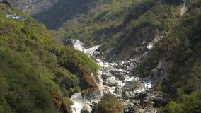 喜马拉雅山山风景在安纳布尔纳峰地区 安纳布尔纳峰营地艰苦跋涉,尼泊尔 影视素材