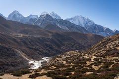 喜马拉雅山山风景在Pangboche村庄,尼泊尔 免版税库存图片