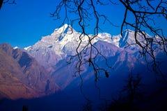 从喜马拉雅山的山景城 库存照片