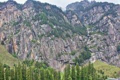 喜马拉雅山的岩石峭壁 免版税库存图片