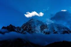 喜马拉雅山的斯诺伊山 免版税库存图片