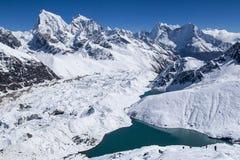 喜马拉雅山的美丽的景色从Gokyo Ri的 图库摄影