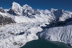 喜马拉雅山的美丽的景色从Gokyo Ri的 库存图片