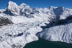 喜马拉雅山的美丽的景色从Gokyo Ri的 库存照片