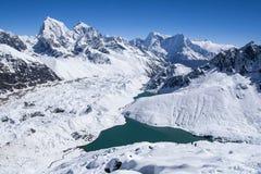 喜马拉雅山的美丽的景色从Gokyo Ri的 免版税图库摄影