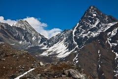 喜马拉雅山风景。对珠穆琅玛营地的艰苦跋涉。尼泊尔 库存图片