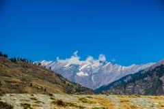喜马拉雅山,旅游业喜马偕尔省leh ladakh manali,印度的看法从路的 图库摄影