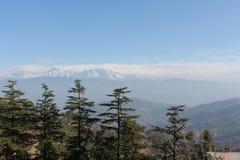 喜马拉雅山, Uttarkhand,印度的看法从Kausani的 免版税图库摄影