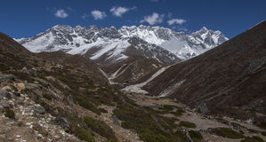 喜马拉雅山(在右边的洛子峰的)看法从Somare 库存照片