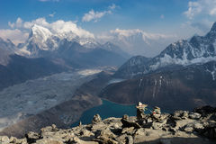 喜马拉雅山从Gokyo Ri,珠穆琅玛地区,尼泊尔的山景 免版税库存照片
