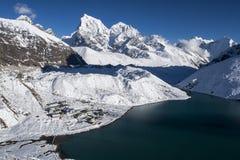 喜马拉雅山ang Gokyo的美丽的景色从Gokyo Ri的 图库摄影